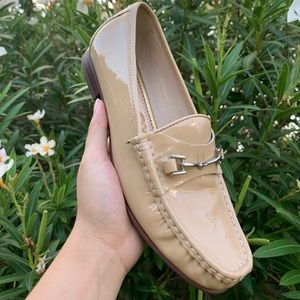Nude Loafers with silver chain
